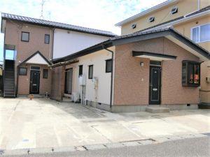 新潟市江南区荻曽根1丁目 2階は1世帯のみ、お隣無しで専用階段 【コーポかほる(1DK)】