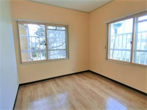 オレンジの壁が可愛い子供室(子供部屋)