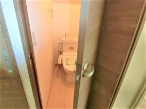 WCは珍しい折れ戸タイプに!